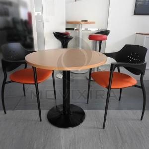 Mesa de Reuniões e Duas Cadeiras